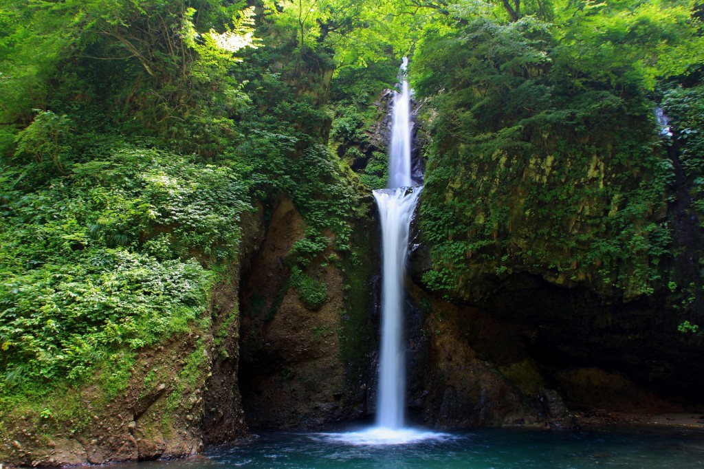 大山山麓の滝,天然水